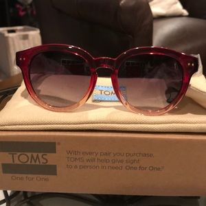 🎉HOST PICK🎉NWT BELLEVUE TOMS SUNGLASSES 😎